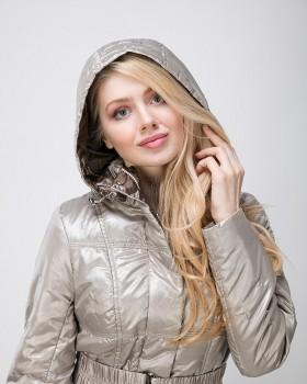 Демисезонная куртка с капюшоном