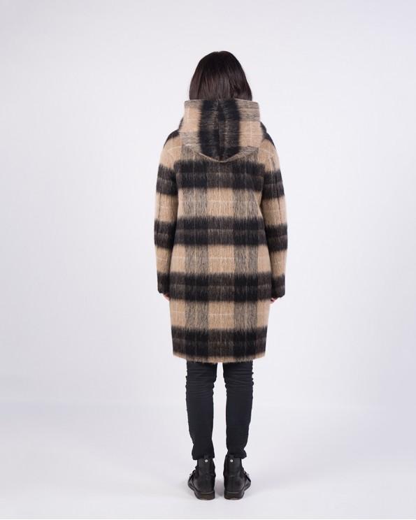 Клетчатое пальто средней длины с капюшоном