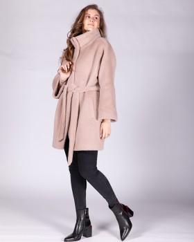 Укороченное пальто бежевого цвета с поясом