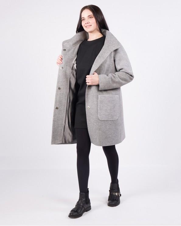 Серое пальто с воротником-стойка
