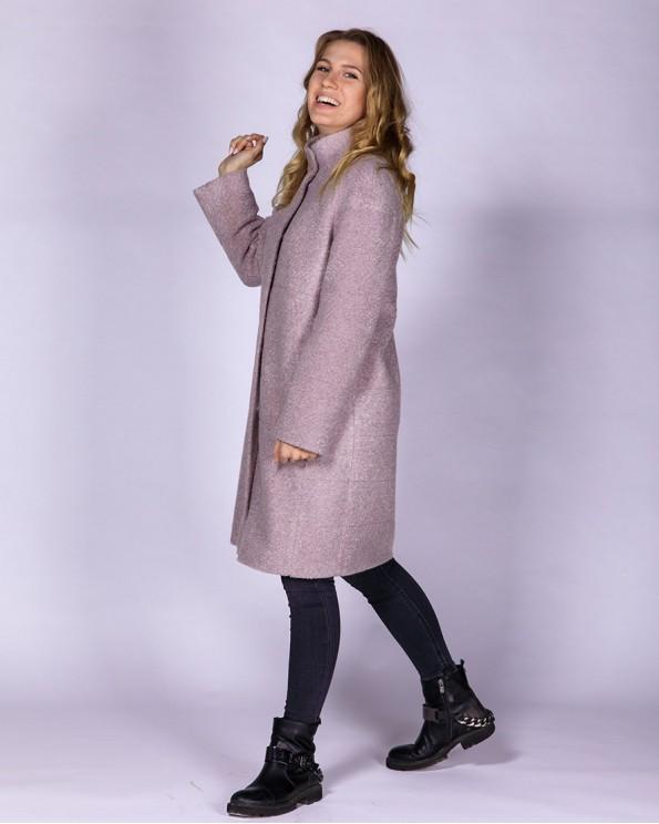 Утепленное пальто прямого силуэта цвета пудра