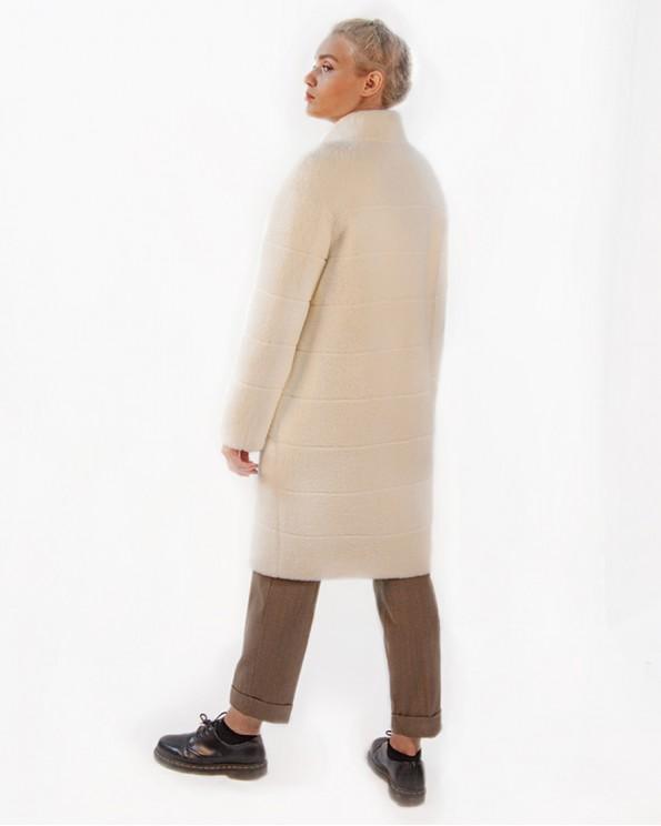 Белое прямое пальто из ткани с ворсом