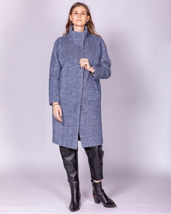 Пальто женское свободного силуэта и воротником стойка
