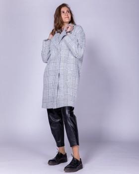 Модное пальто в клетку черно-белую