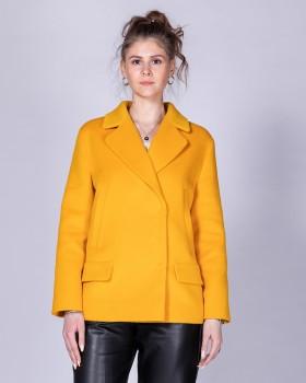 Желтое короткое пальто с английским воротником
