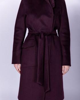 Пальто без воротника и с большим карманом