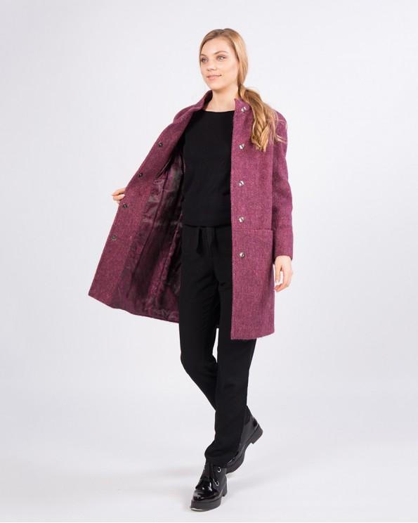 Сиреневое утепленное пальто средней длины