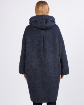 Утепленное пальто оверсайз с капюшоном