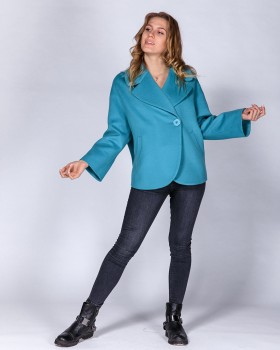 Голубое короткое пальто в стиле оверсайз