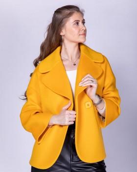 Желтое короткое пальто оверсайз