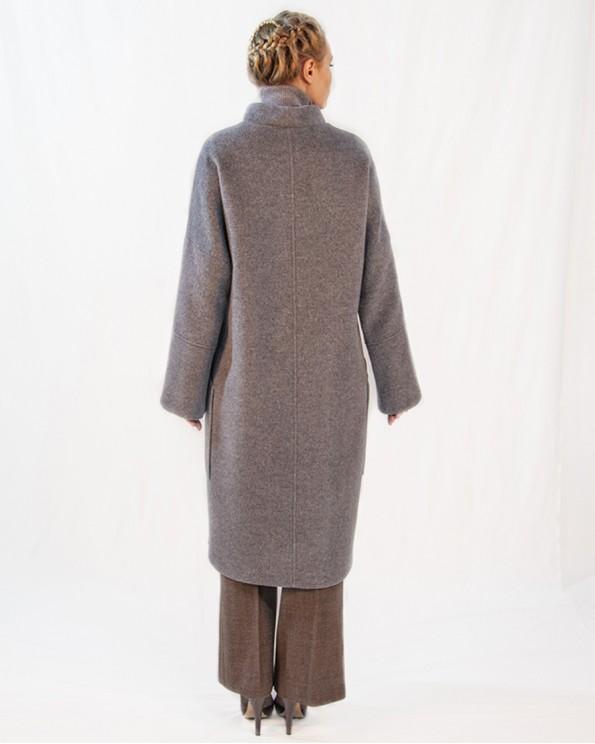 Стильное пальто с накладными карманами и боковыми разрезами
