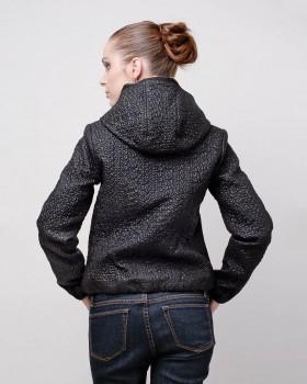 Легкая стеганная куртка с капюшоном