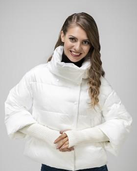 Молодежная расклешенная белая куртка
