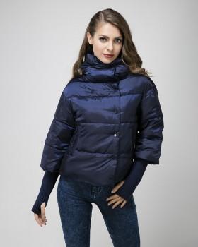 Короткая зимняя женская куртка
