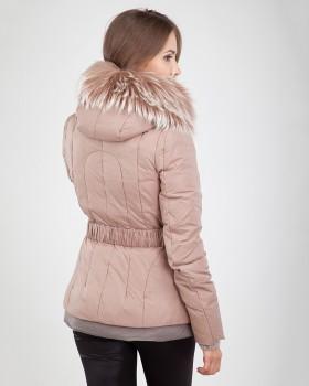Куртка пуховик бежевая с мехом енота